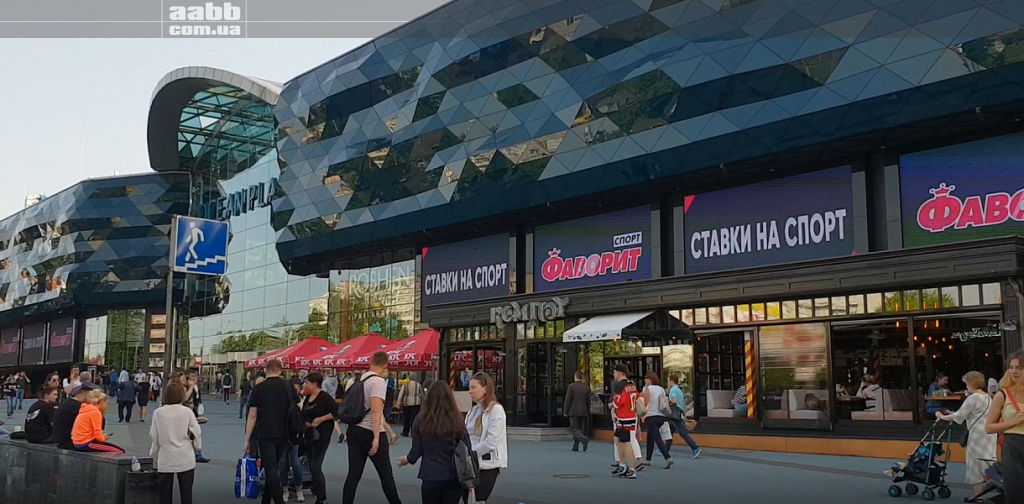 Advertising on media facade shopping center Ocean Plaza advertising Favorite sports