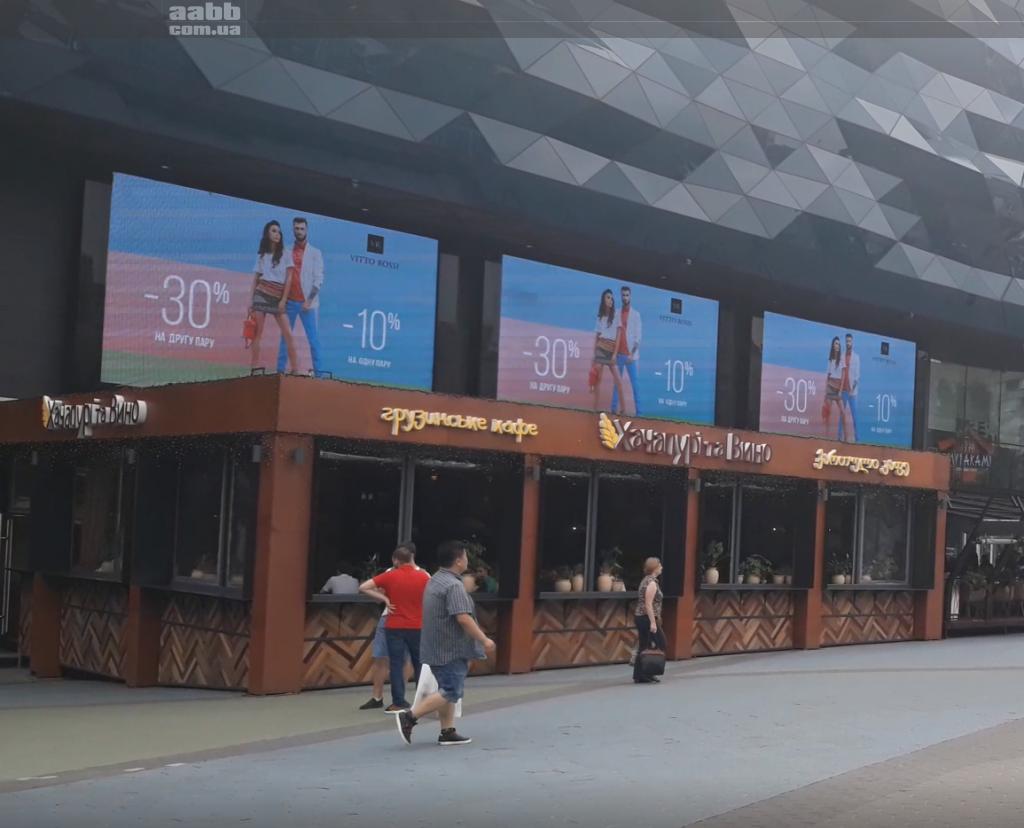 Advertising on the media facade of the Shopping Mall Ocean Plaza advertising Vittorossi
