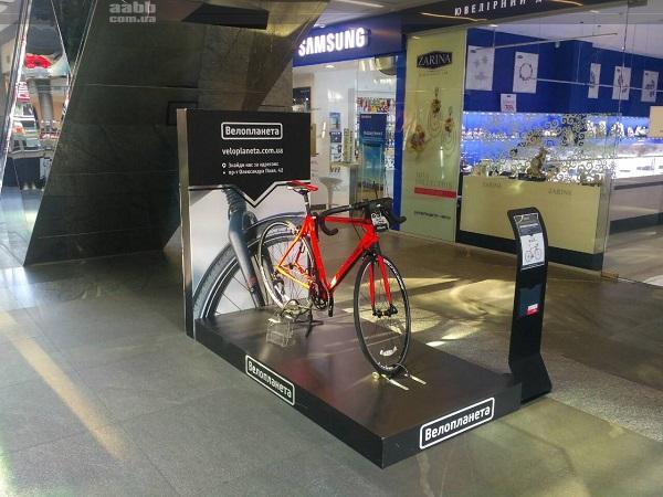 """Експонування велосипеда компанії """"Велопланета"""" в ТРЦ Passage"""
