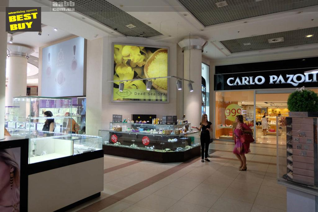 Advertising on lightboxes in the shopping center GLOBUS
