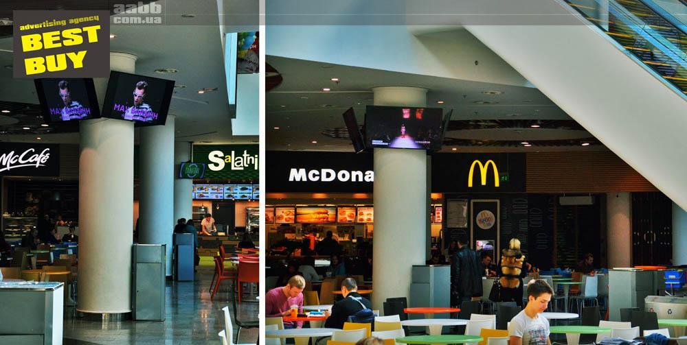 Advertising on LCD monitors shopping mall Ocean Plaza