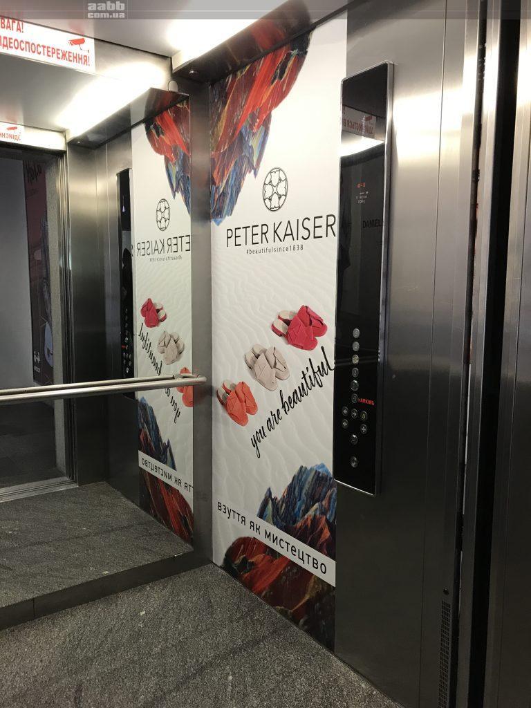 Реклама в ліфті ТРЦ