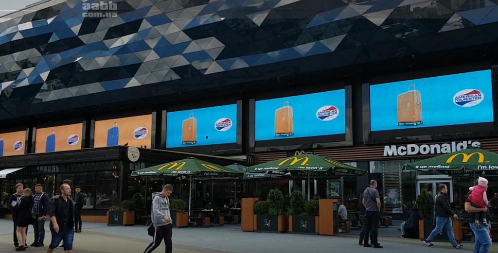 Реклама на медиафасаде ТРЦ Ocean Plaza реклама American Tourister