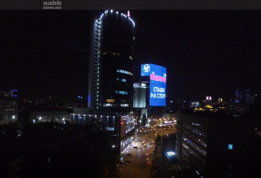 Реклама на медіафасаді ТРЦ Гуллівер