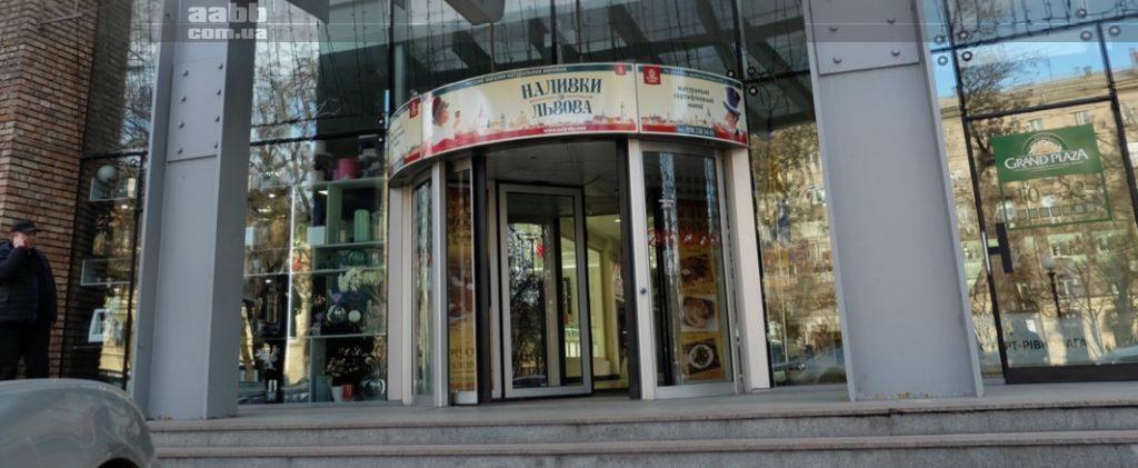 Брендування над дверима в ТРЦ Grand Plaza Дніпро