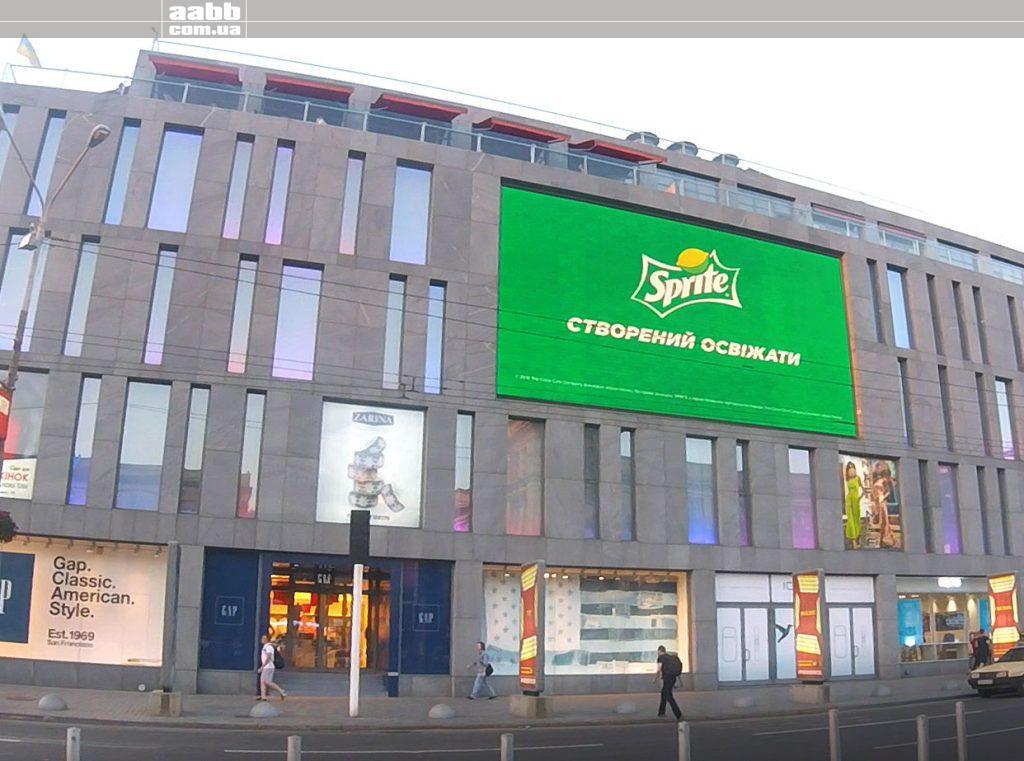 Реклама на медіафасаді ТЦ Пассаж Дніпро