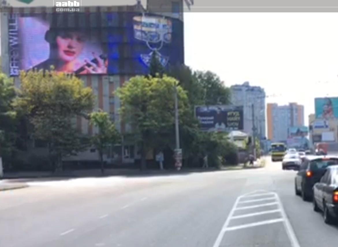 Реклама на медіафасаді вул.Пирогівська (вересень 2018)