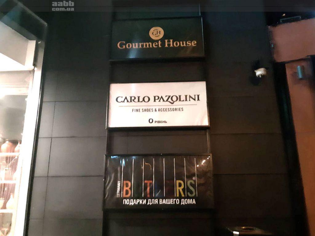 Реклама Carlo Pazolini на лайтбоксі ТРЦ Ocean Plaza