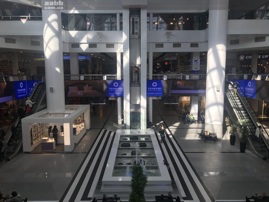 Реклама Tcunami на відеоекрані ТРЦ Мост-сіті
