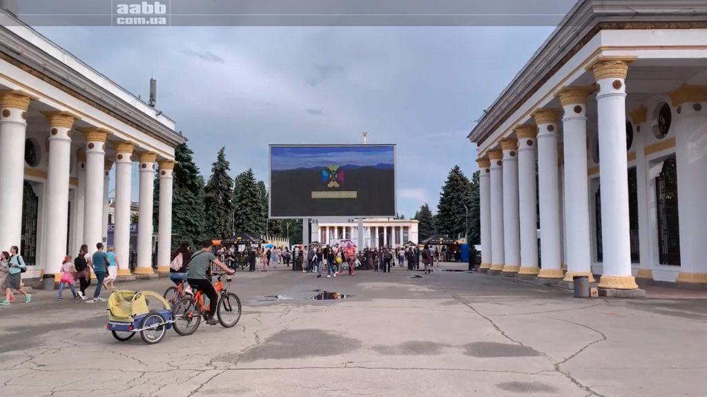 Реклама Буковель на відеоборді ВДНГ