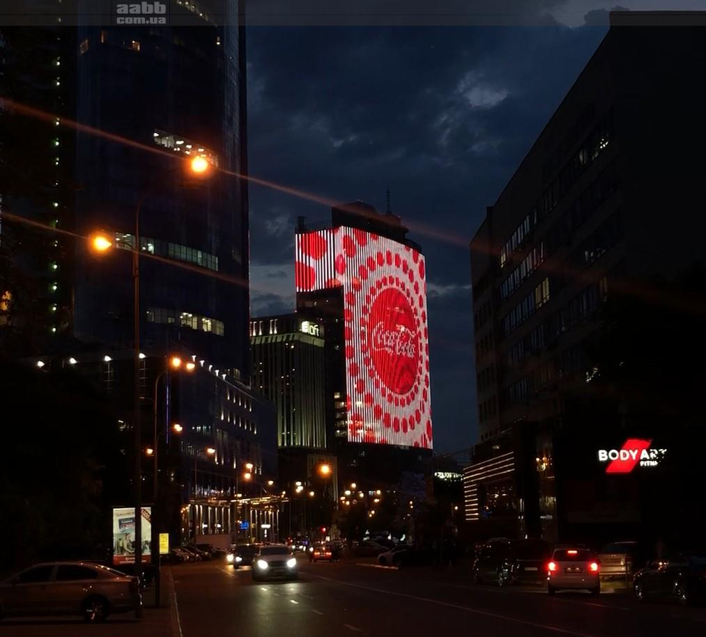 Coca Cola advertising on the media facade of the Gulliver sm. (May 2019)