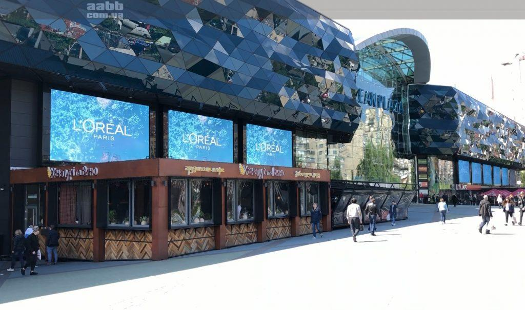 Реклама Loreal на медіафасаді ТРЦ Ocean Plaza (травень 2019)