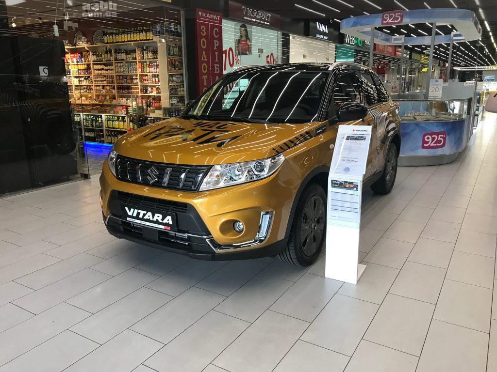 Експонування авто Suzuki Vitara в ТЦ Academ city