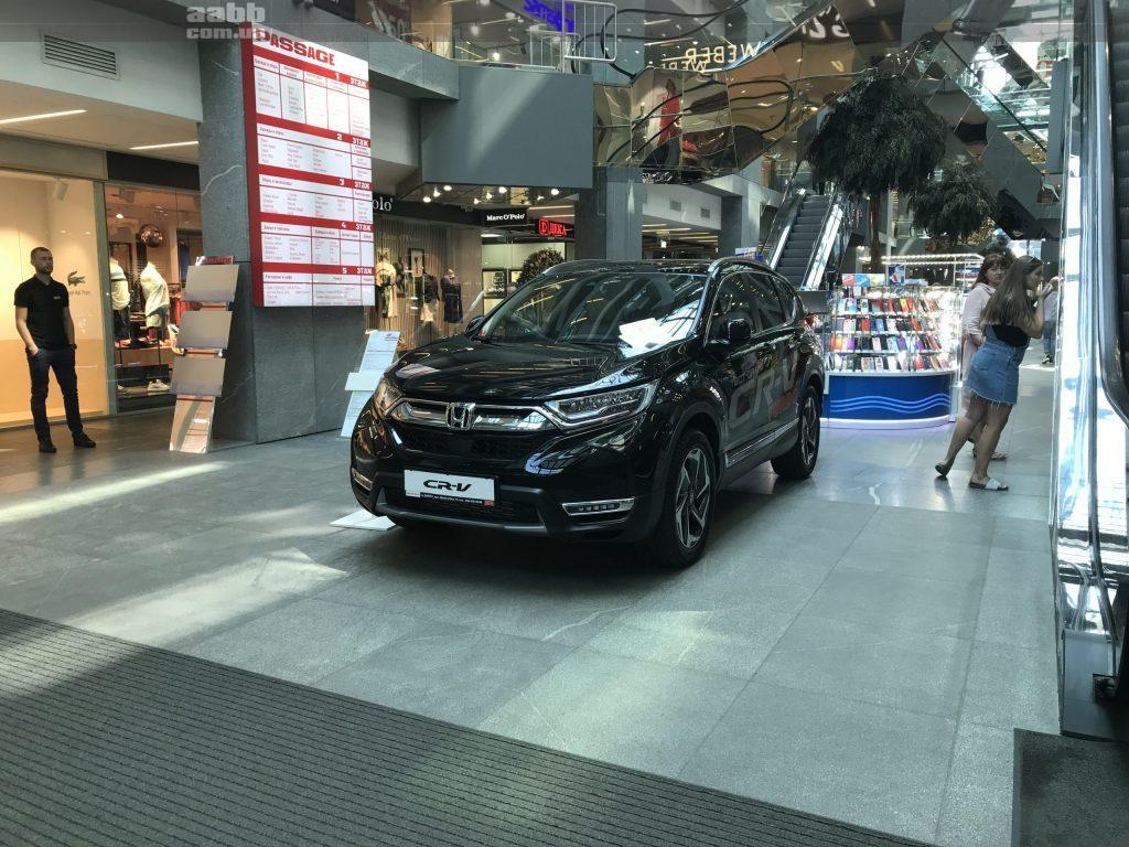 Експонування авто Honda CR-V у ТЦ Пасаж