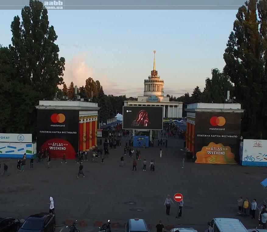 Реклама Jam.ua на відеоекрані ВДНГ на Atlas Weekend