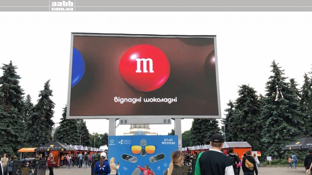 Advertising M&M's on VDNG video screen at Atlas Weekend