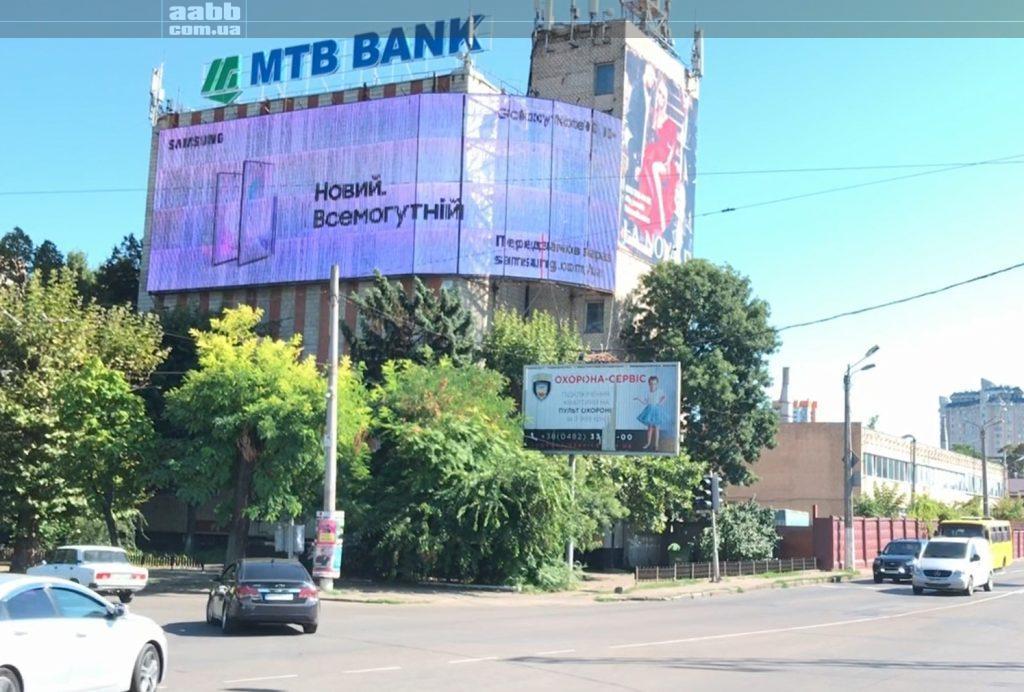 Реклама Samsung 10 на медіафасаді вул. Пирогівська (Одеса)