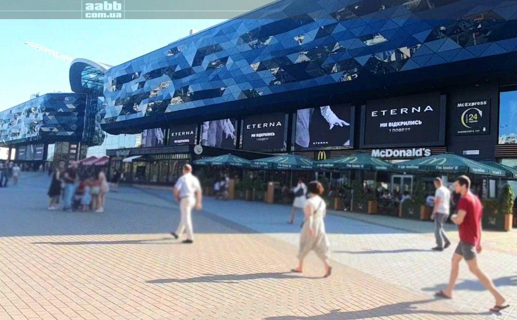 Eterna advertising on the Ocean Plaza media facade