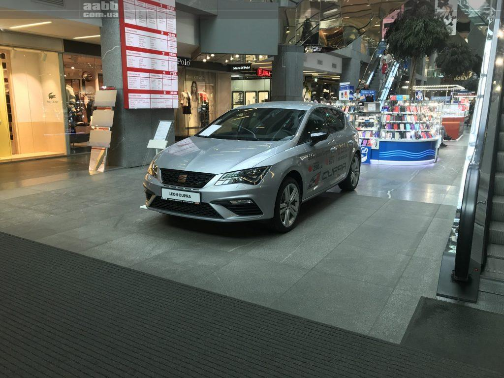 Експонування авто SEAT Leon Cupra в ТЦ Пасаж