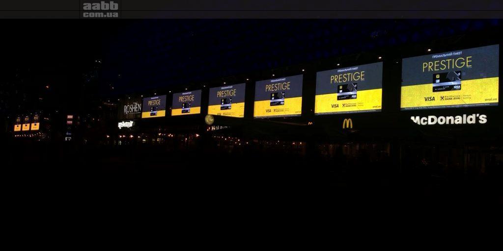 Реклама Visa на медіафасаді ТРЦ Ocean Plaza