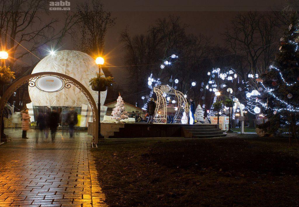 Реклама в парку Шевченка в період новорічних свят