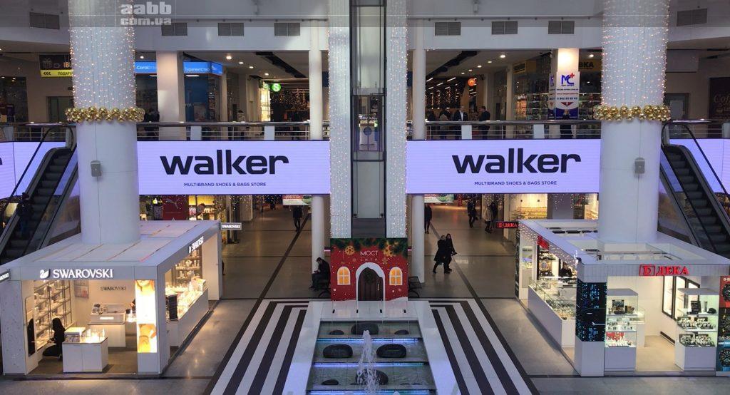 Реклама Walker на відеоекрані ТРЦ Мост-сіті