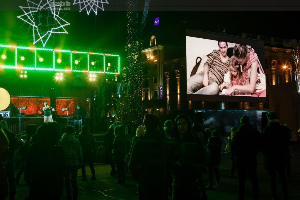 Реклама на відеоекарні на Контрактовій площі