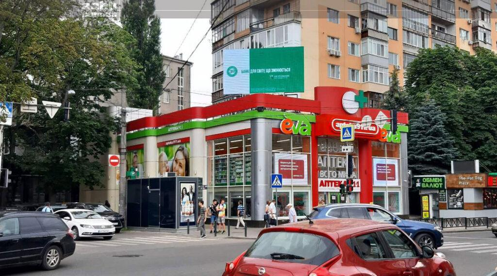 Реклама на вул. Пушкінська у м. Харків