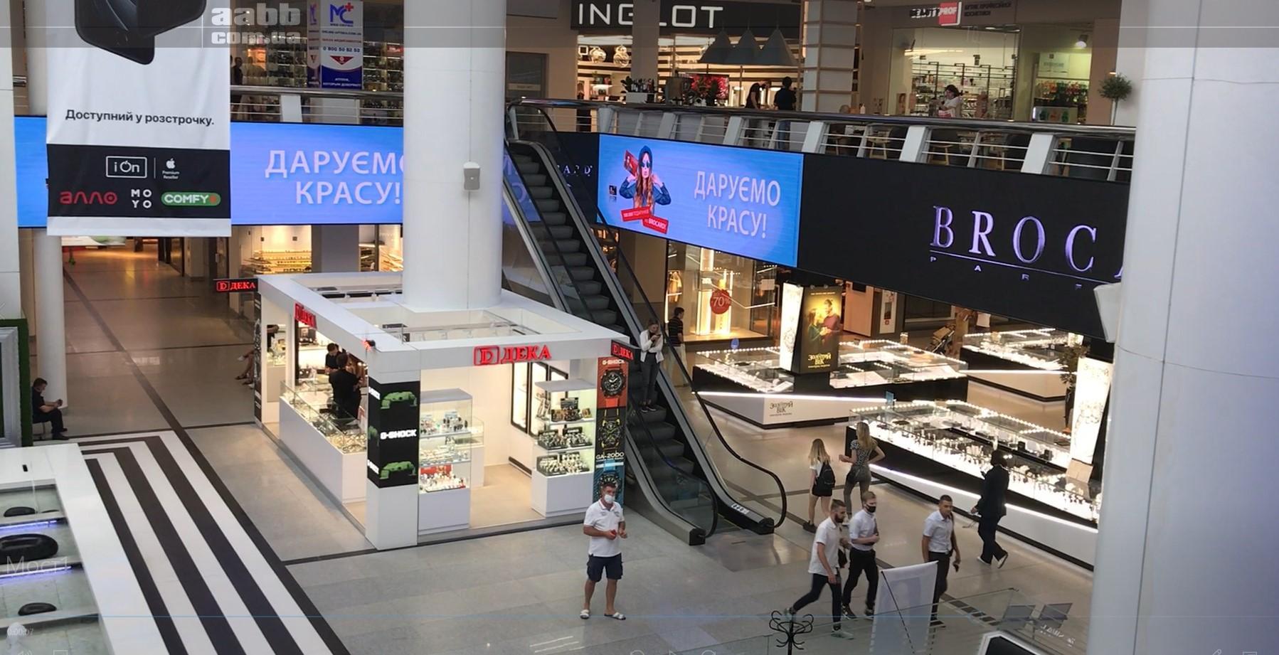 Реклама Брокард на внутрішньому медіафасаді ТРЦ Мост-сіті