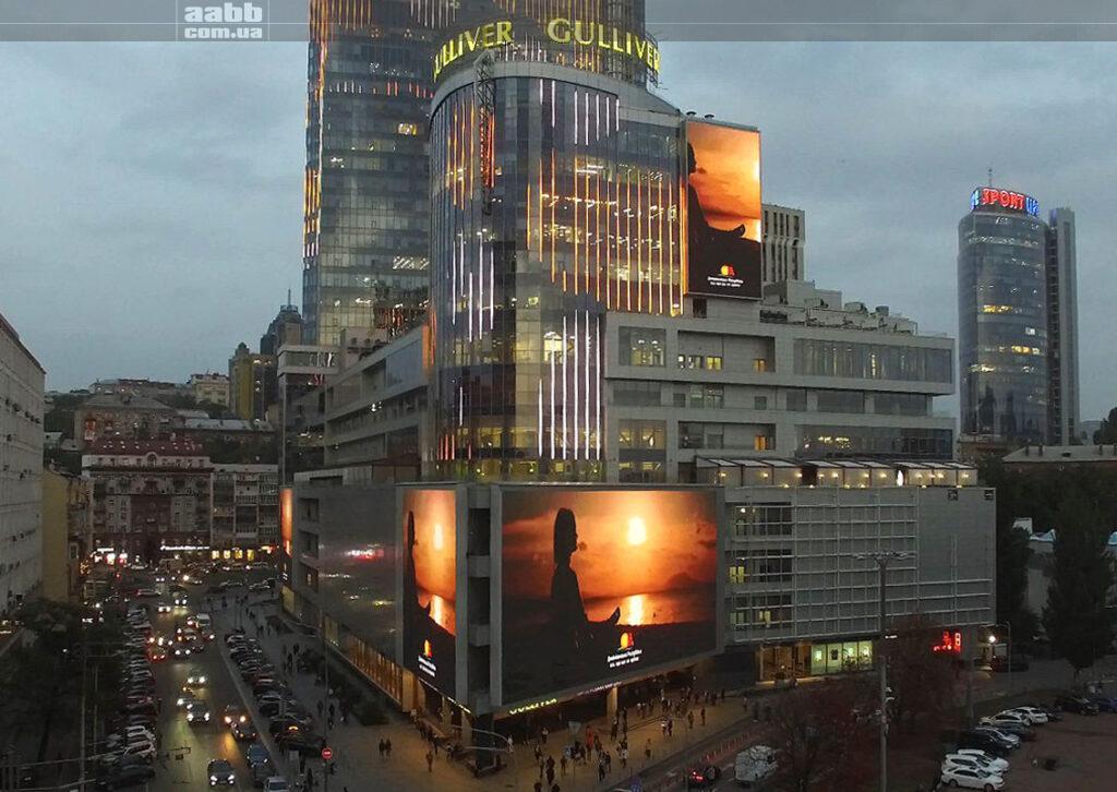 Реклама Dominikana на медіафасаді ТРЦ Gulliver