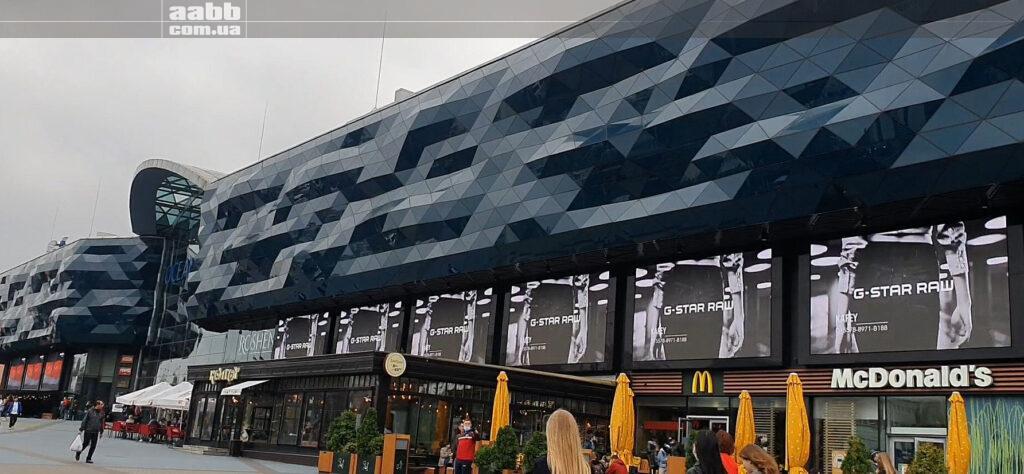 Реклама G-star на медіафасаді ТРЦ Ocean Plaza жовтень 2020