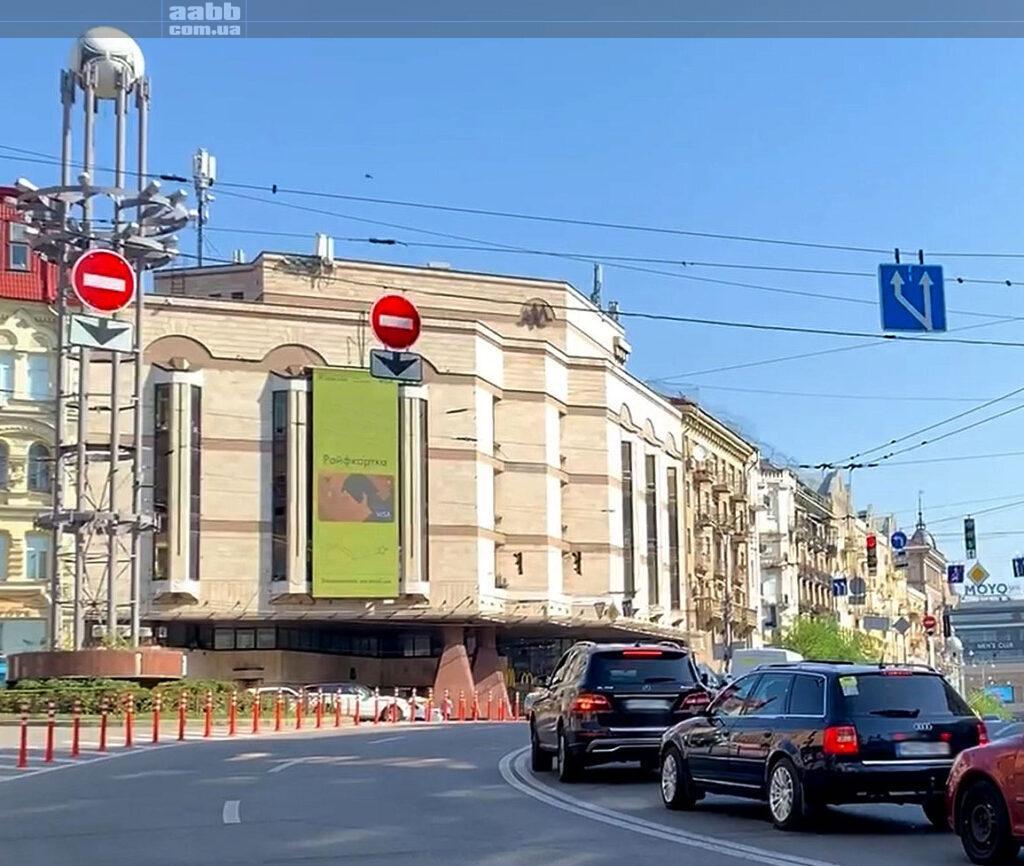 Реклама на медіафасаді Льва Толстого у м. Київ