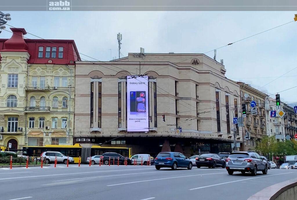Реклама Самсунг на медіафасаді площа Льва Толстого у м. Київ