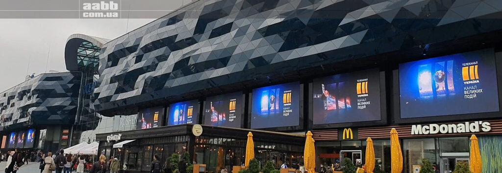 Реклама телеканалу Україна на медіафасаді ТРЦ Ocean Plaza жовтень 2020