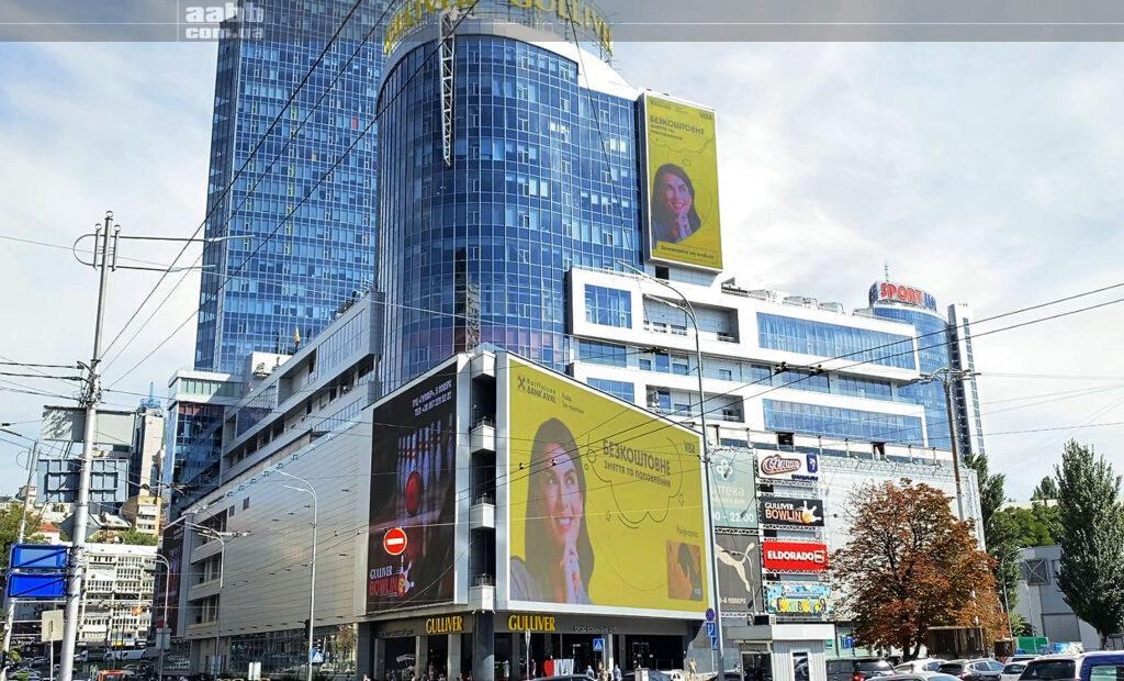 Реклама Visa на медіафасаді ТРЦ Гулівер