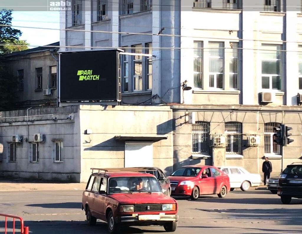 Реклама Parimatch на відеоекрані у м. Одеса