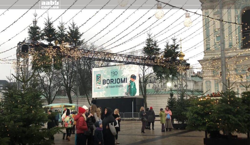 Реклама Borjomi на відеоекрані на Софійські площі в період новорічних свят