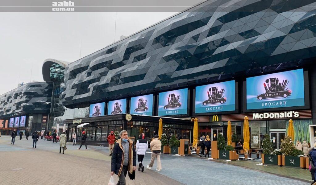 Реклама Брокард на на медіафасаді ТРЦ Ocean Plaza, Київ