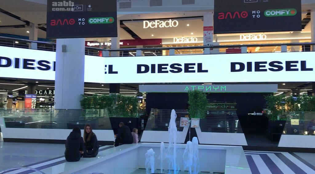 Реклама Diesel на медіафасаді ТРК Мост сіті