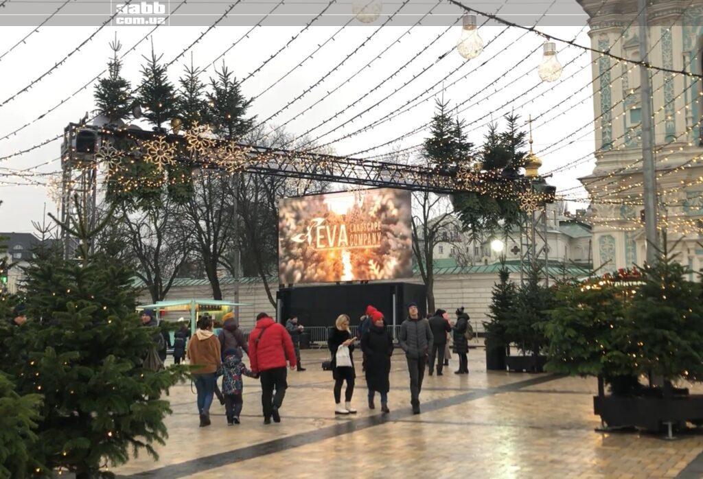 Реклама Eva на відеоекрані на Софійські площі в період новорічних свят