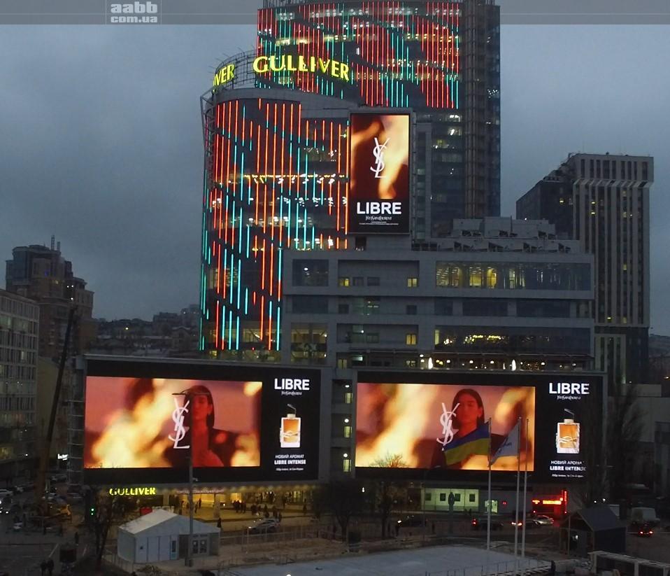 Реклама Libre на медіафасаді ТРЦ Gulliver