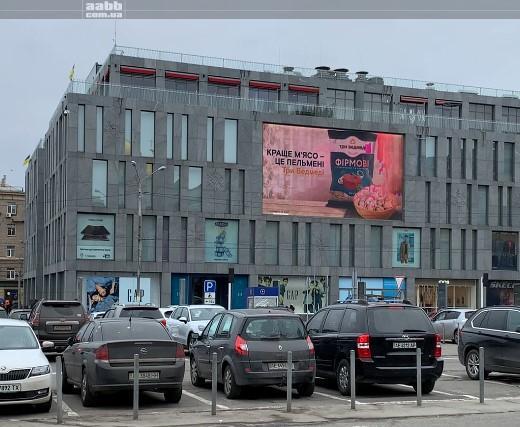 реклама ТМ Три ведмеді на медіафасаді ТРК Пасаж