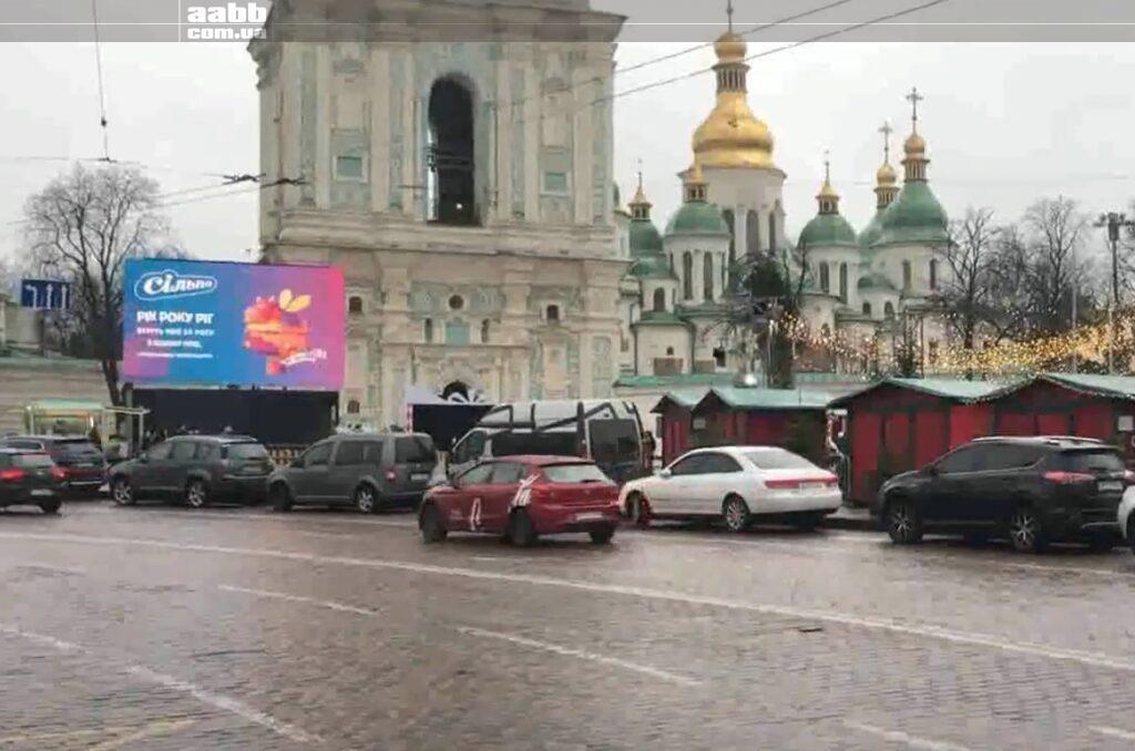 Реклама Сільпо на відеоекрані на Silpo в період новорічних свят