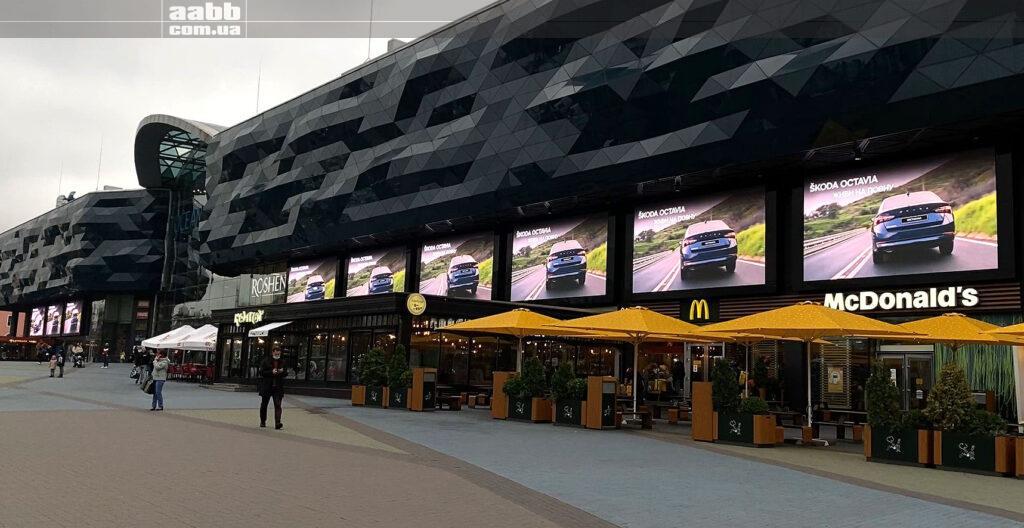 Розміщення реклами Skoda на медіафасаді ТРЦ Ocean Plaza