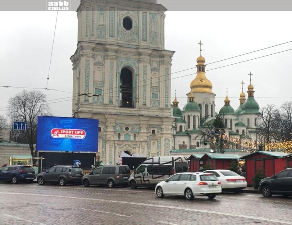 Реклама Спортлайф на Софійській площі Київ